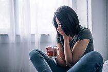 To 8 najczęstszych ról, które przyjmują dorosłe córki alkoholików