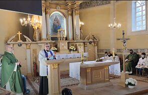 Protest podczas mszy. Parafianie nie chcą na proboszcza księdza, który wyszedł z bronią do uczestników protestu kobiet