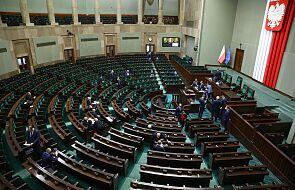 """Sejm rozpoczął posiedzenie; zajmie się projektem noweli w ustawie """"covidowej"""" i zmianami w działach administracji"""