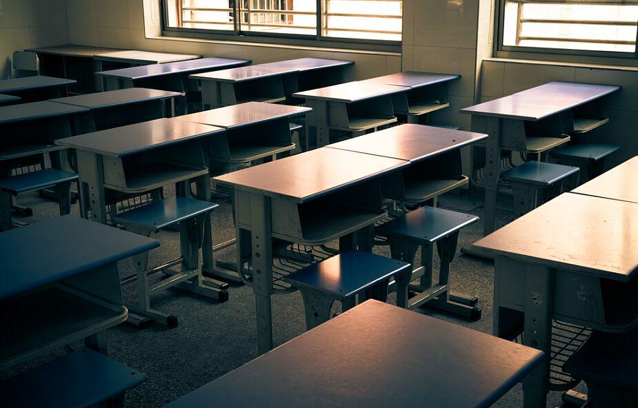Rząd: w całym kraju przerwa w nauce od 4 do 17 stycznia, ale z zakazem organizacji wyjazdów na ferie