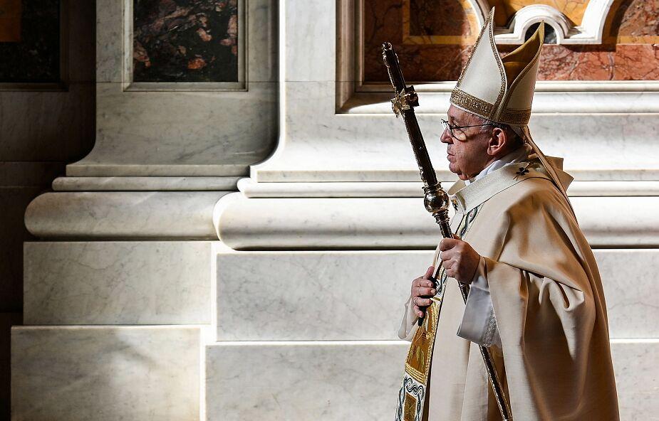 """Franciszek na """"Anioł Pański"""": do królestwa Bożego wchodzimy przez bramę służby"""