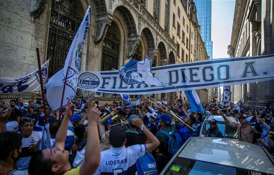Incydenty w Buenos Aires, władze przedłużyły możliwość oddania hołdu Maradonie