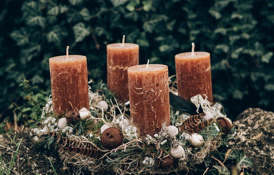 Od niedzieli zapalamy świece w adwentowym wieńcu