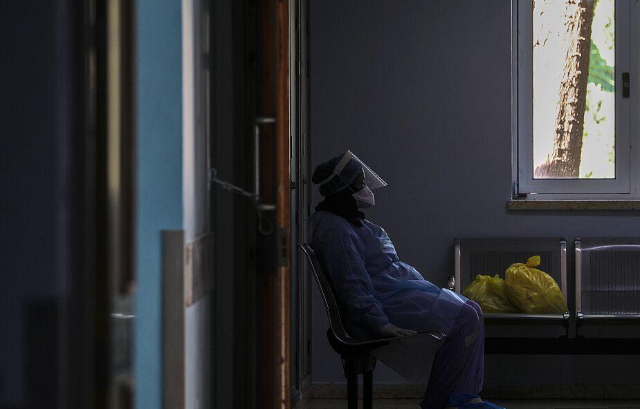 Włochy: w Lombardii do 93 proc. zakażeń doszło w domach i w rodzinie