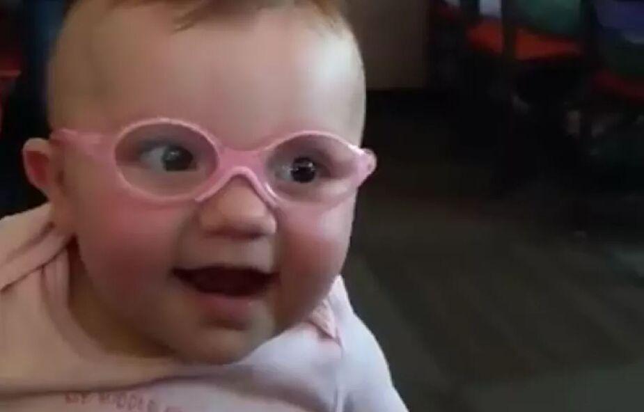 Po raz pierwszy zobaczyła twarze swoich rodziców [WIDEO]