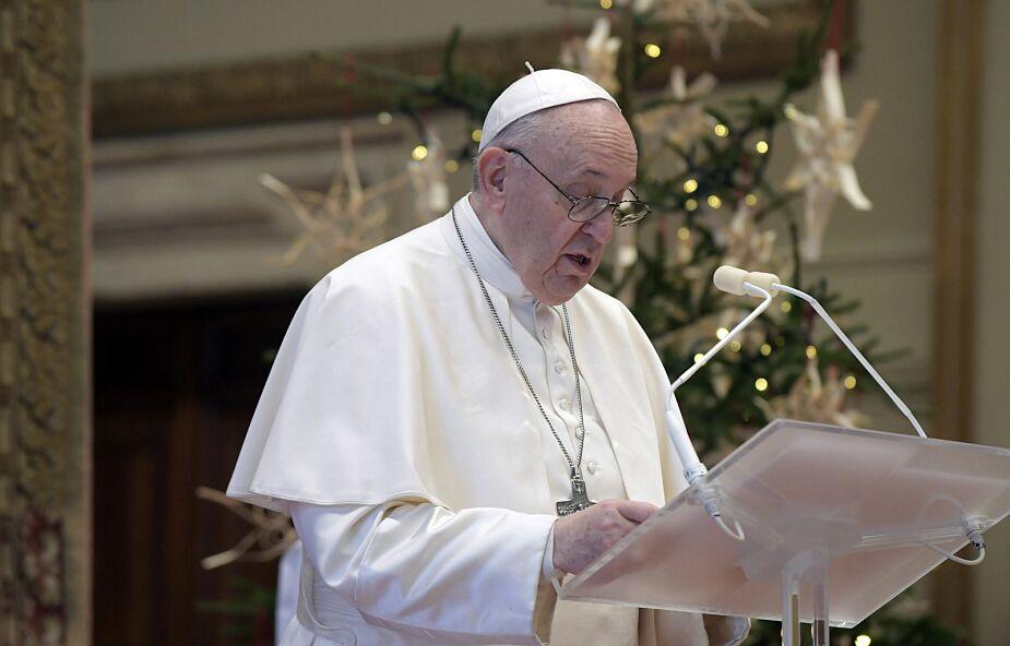 Franciszek: Jezus narodził się w ubóstwie aby dotknąć miłością naszej najgorszej nędzy