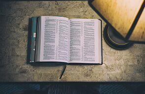 To opowieść o Bogu, którego nie da się trzymać w klatce
