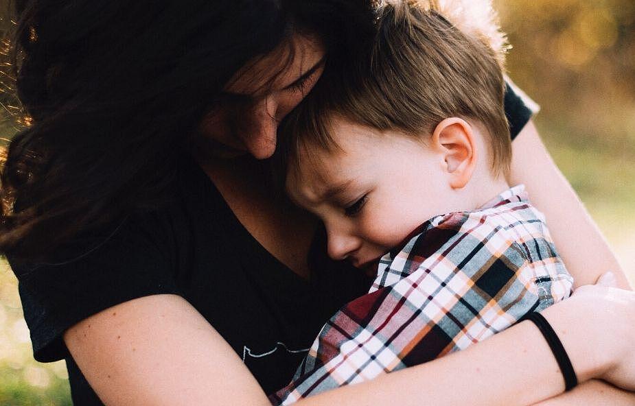 Ksiądz zmanipulował mnie, aby zdobyć moje dziecko