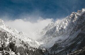 Intensywne opady śniegu w Tatrach, wiatr ustaje