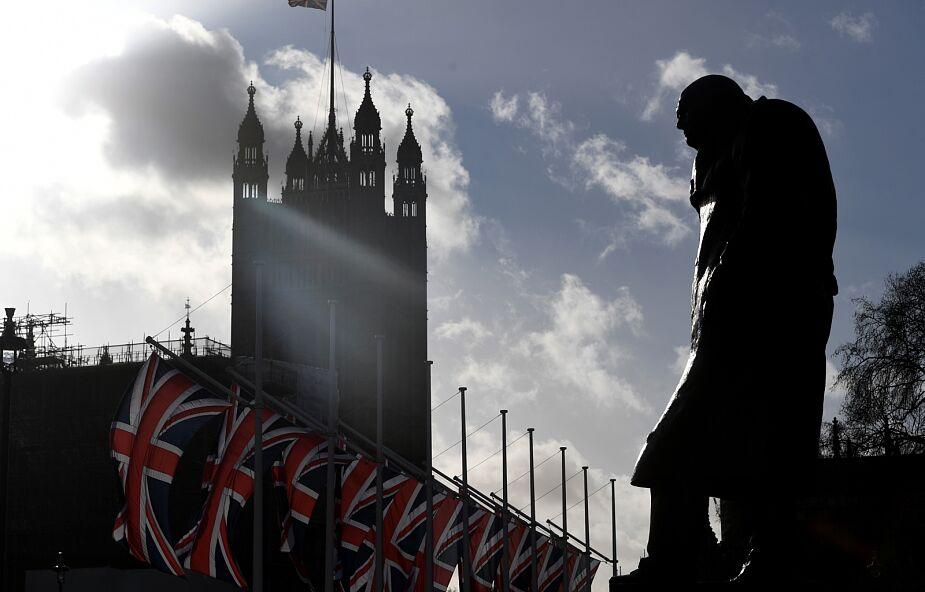 W. Brytania: policja zastrzeliła mężczyznę, który zaatakował nożem przechodniów