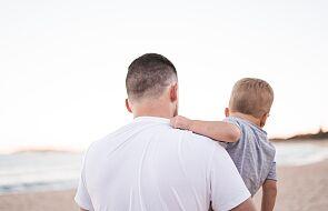 """""""Mama rzadko mnie przytulała. Ojciec to prawie w ogóle. Do dziś gardło mi ściska na myśl o wspomnieniach"""""""