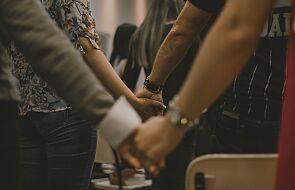 Modlitwa zranionego Kościoła. Porozmawiaj o niej ze swoim księdzem