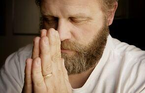 Na czym polega modlitwa głębi serca?