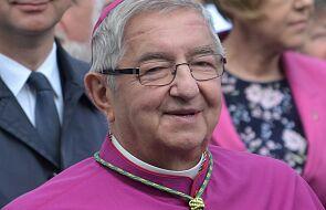 Arcybiskup, wysłannik z Watykanu, którego nie ma i rezygnacja