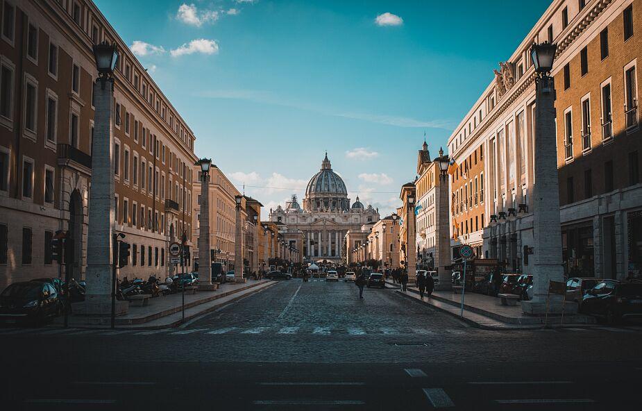 Watykan: utworzono grupę zadaniową, która pomoże biskupom w walce z pedofilią