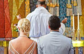 """""""Całkowite oddanie się Bogu"""" tylko w kapłaństwie? To teologiczny krok wstecz"""
