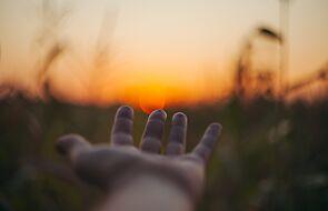 Droga do wiecznego szczęścia prowadzi przez służbę i cierpienie