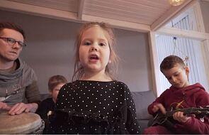 Ta rodzina śpiewa o walce z koronawirusem i podbija internet [WIDEO]