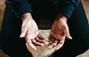 Jeśli nie chcesz przyjmować Komunii na rękę, przyjmuj ją duchowo