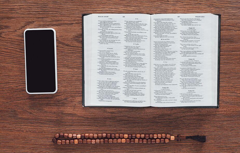 Jak zachowywać się w trakcie transmisji mszy świętej?