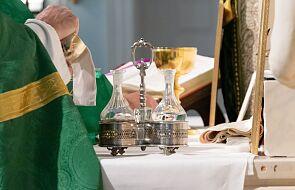 Duchowny 7 marca wrócił z Włoch. Odprawiał msze św. i uczył w szkole
