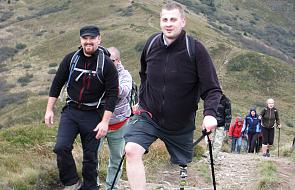 Brak nogi i stwardnienie rozsiane nie przeszkadzają mu prowadzić aktywnego życia