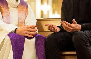Watykan: biskupi mogą zdecydować o absolucji ogólnej