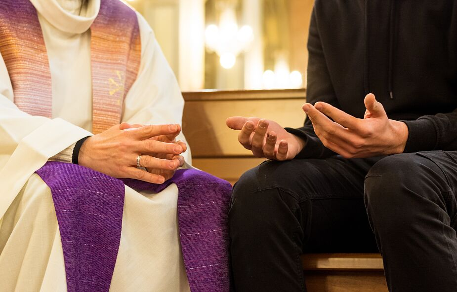 Francja: 11 decyzji episkopatu w walce z wykorzystywaniem seksualnym w Kościele