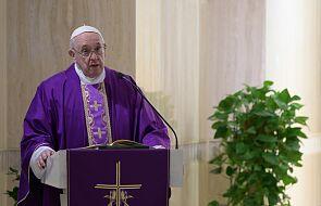 Papież modlił się za zmarłych z powodu koronawirusa i zachęcił do przeczytania dzisiejszej ewangelii