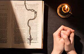 Wierzący przeciw niewierzącym