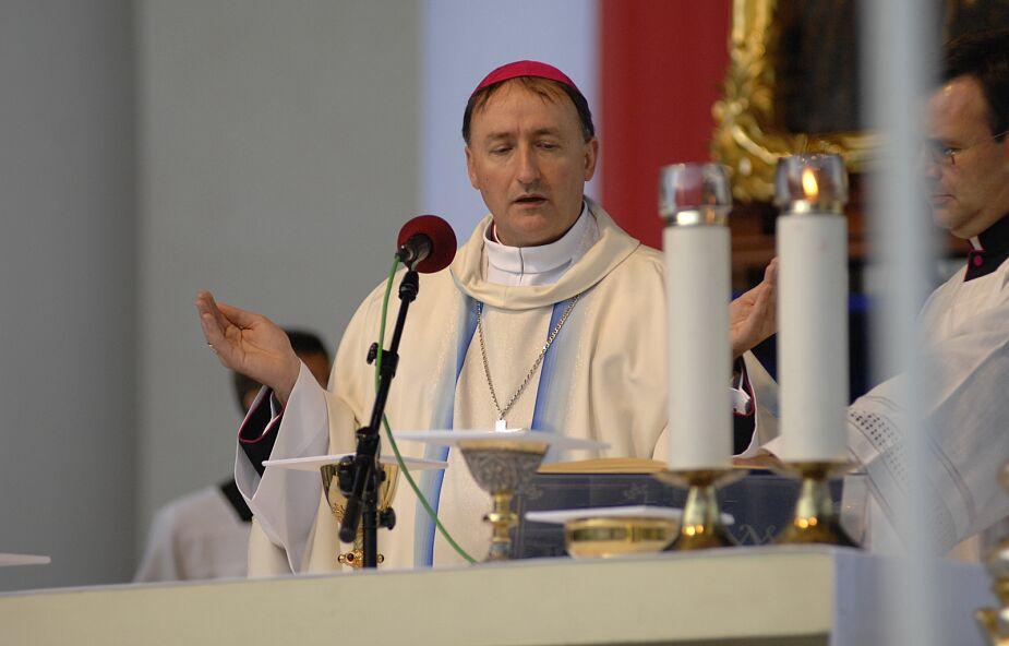 Bp Jeż: stosowanie się do nakazów i zakazów to wyraz posłuszeństwa i pokory
