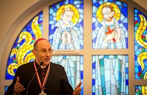 Abp Polak: Kościół informuje wiernych o koronawirusie