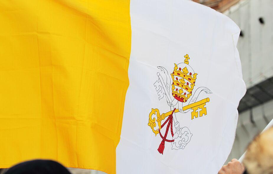 Watykan opuścił flagi do połowy masztu. Co się stało?
