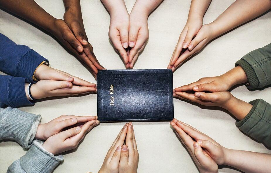 Watykan: opublikowano e-modlitewnik na czas pandemii