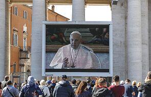 Franciszek: trochę dziwna jest ta dzisiejsza modlitwa Anioł Pański z papieżem osadzonym w bibliotece