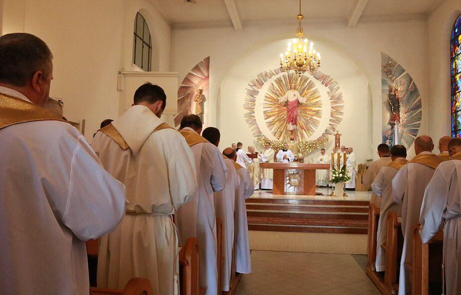 Jak księża powinni zadbać o zdrowie psychiczne w czasie kwarantanny? [PORADNIK]