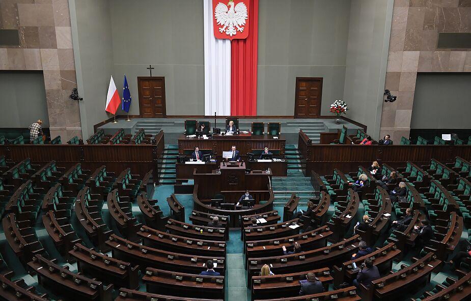 Projekt PiS i Porozumienia ws. zmiany konstytucji skierowany do pierwszego czytania w Sejmie