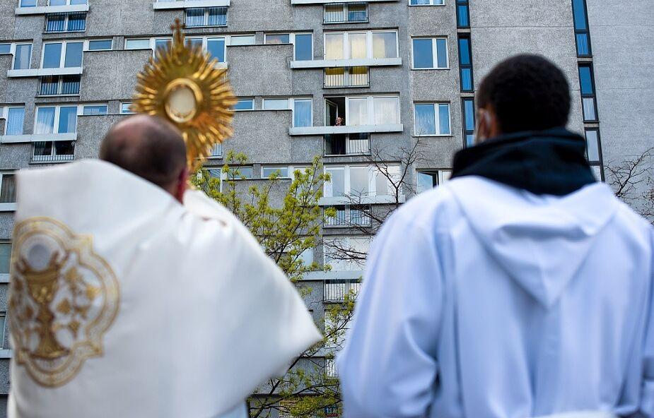 Jezus pod twoim blokiem. Wspaniała akcja proboszcza z Warszawy
