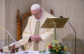 Franciszek modlił się za osoby pełniące usługi pogrzebowe i podkreślił misyjny charakter wiary