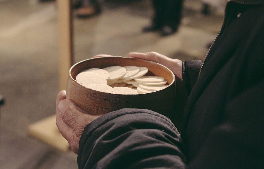 Francuski karmelita: ludzie są zgłodniali Komunii św.