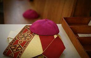 Dymisja biskupa, który krytykował noszenie maseczek