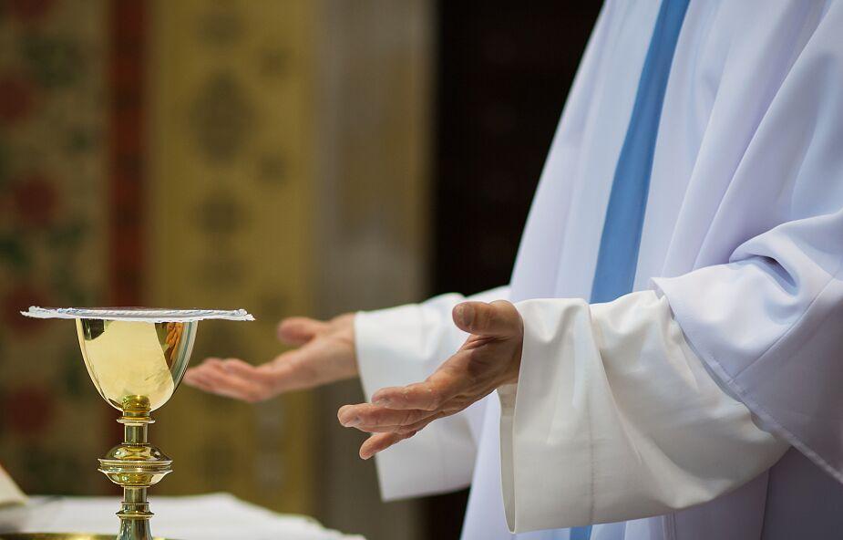 Cieszyn: księża katoliccy przekazali 180 tys. zł Szpitalowi Śląskiemu