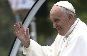 Papież Franciszek: wielu z was żyje z dnia na dzień, bez żadnych praw, które mogłyby was chronić