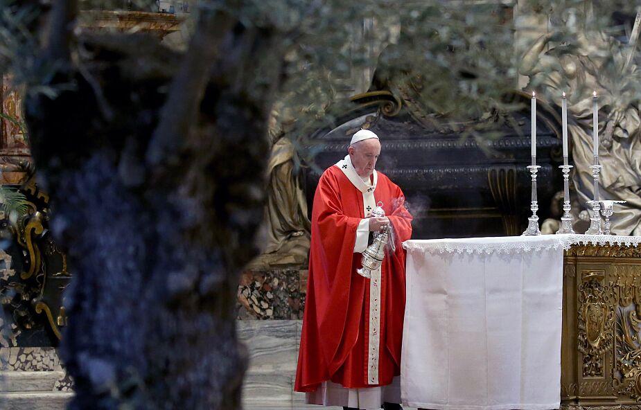 Franciszek: na krzyżu objawia się bóstwo Chrystusa