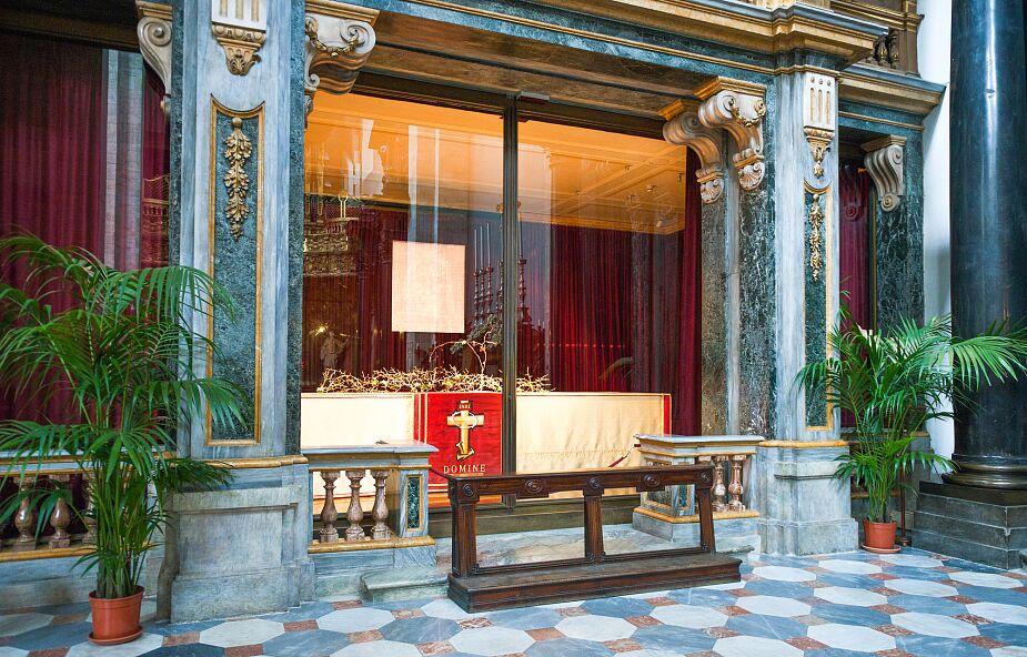 Włochy: modlitwa przed Całunem w czasach zarazy