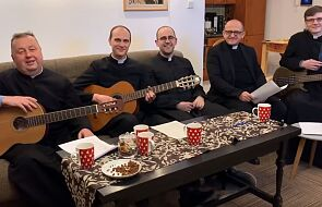 Księżom brakuje parafian. Nagrali specjalnie dla nich piosenkę [WIDEO]