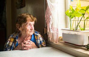 Starszemu panu, który kaszlał, zamurowali drzwi. Pani Grażyna boi się, że zrobią z nią to samo