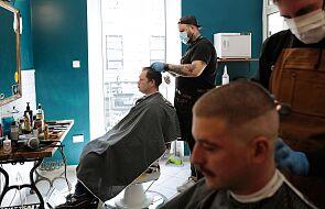 Restauracje, fryzjerzy i tłumy nad Morskim Okiem. Polacy odmarzają z koronawirusa