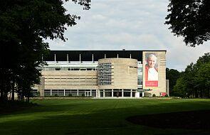 USA: plakaty z portretem Jana Pawła II zdobią polonijne firmy i sklepy