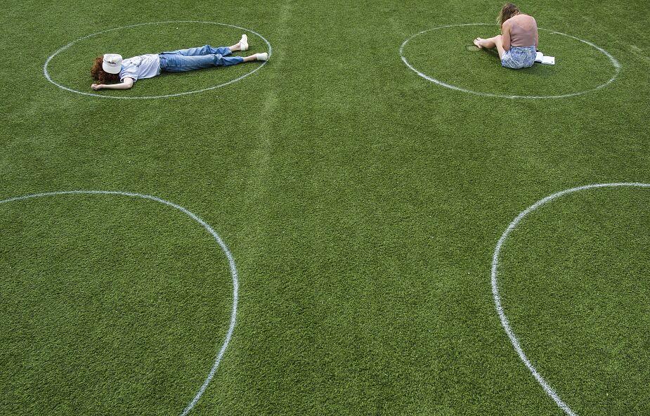 Izolacja w szkołach i miejskich parkach. Czy u nas będzie tak samo?